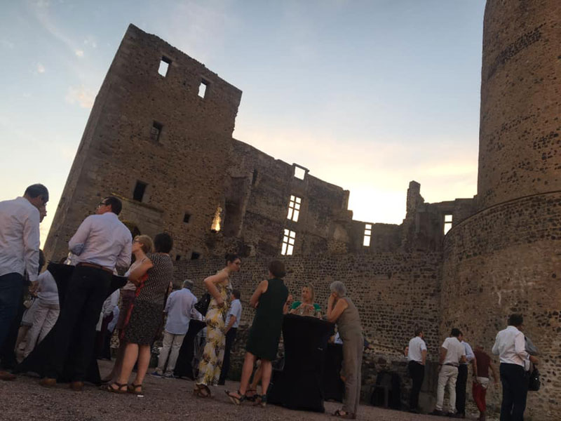 Soirée d'entreprise au château de Montrond-les-Bains organisée par l'agence CLOEE